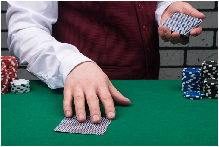 When does a dealer in blackjack have to stand, and how can this help players?
